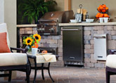 Outdoor Kitchens & Grills